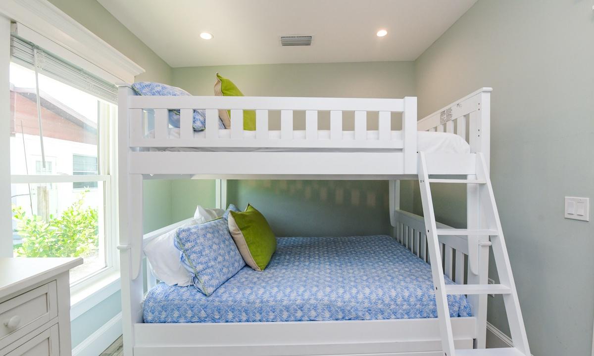 Bedroom 4, Last Resort - AMI Locals
