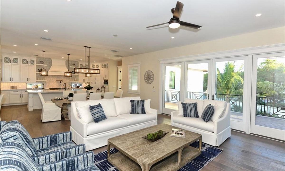Living Room, Seascape - AMI Locals