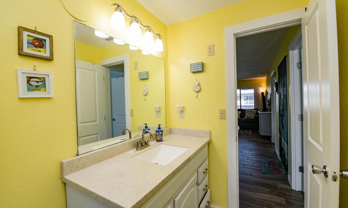 Hallway Bathroom, Lazy Livin' - AMI Locals