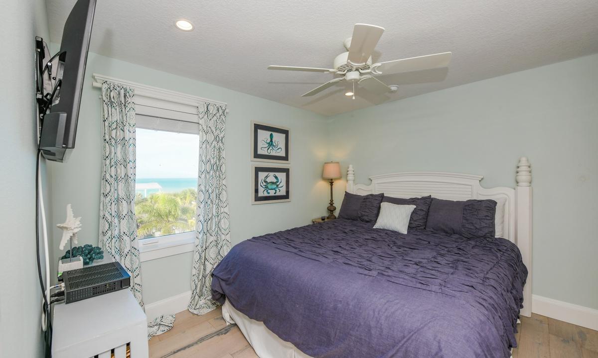Bedroom, Bay View Beauty - AMI Locals