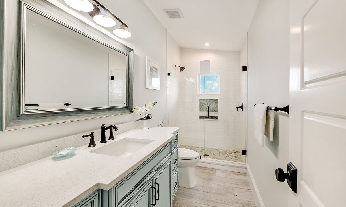 Ensuite Bathroom to Bedroom 7, On the Rocks - AMI Locals