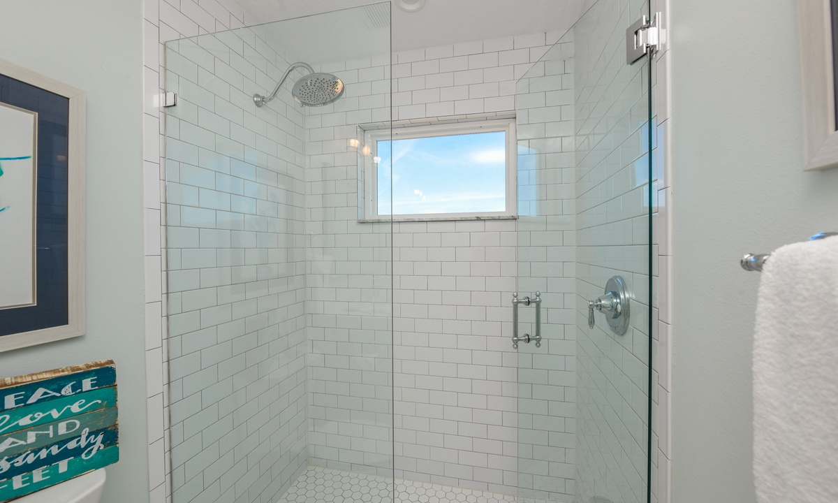 Ensuite Bathroom to Bedroom 5, Bay View Beauty - AMI Locals