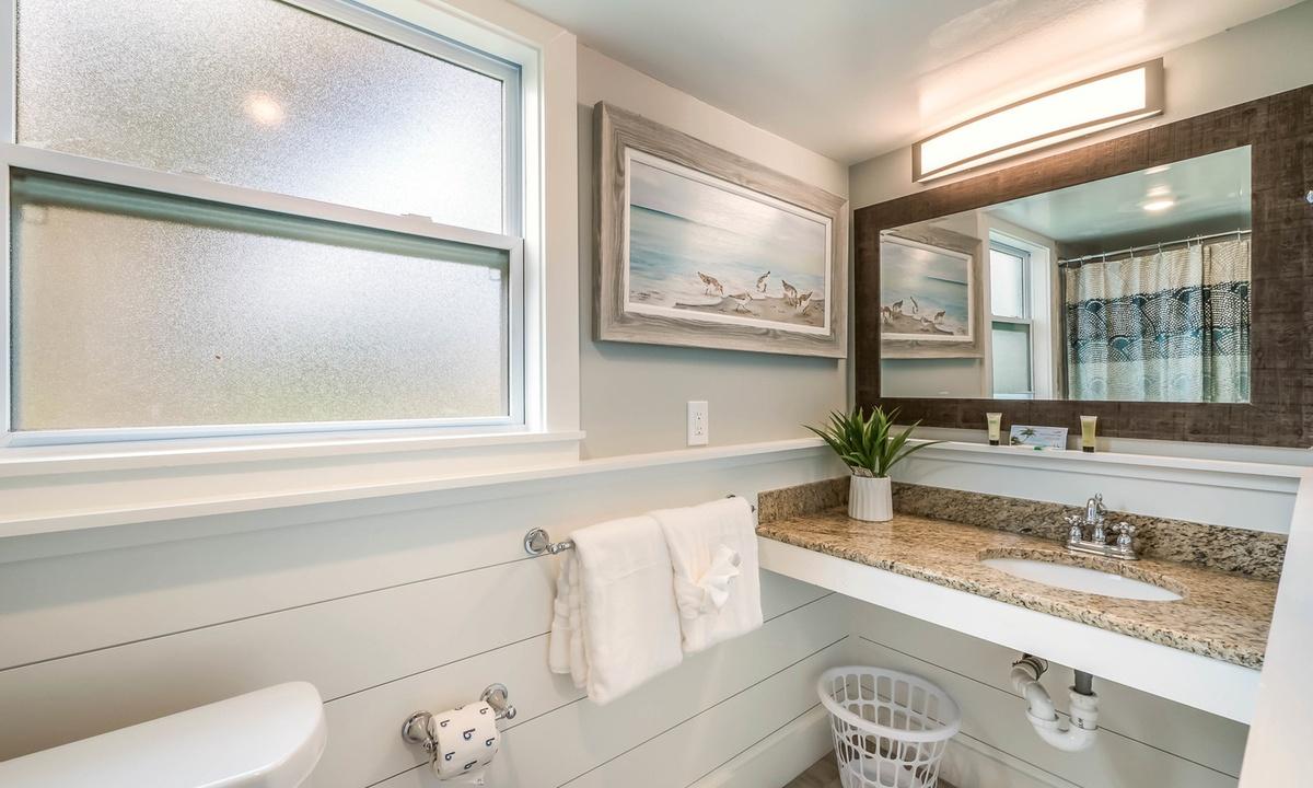 Ensuite Bathroom, Sandpiper Suite at Driftwood - AMI Locals
