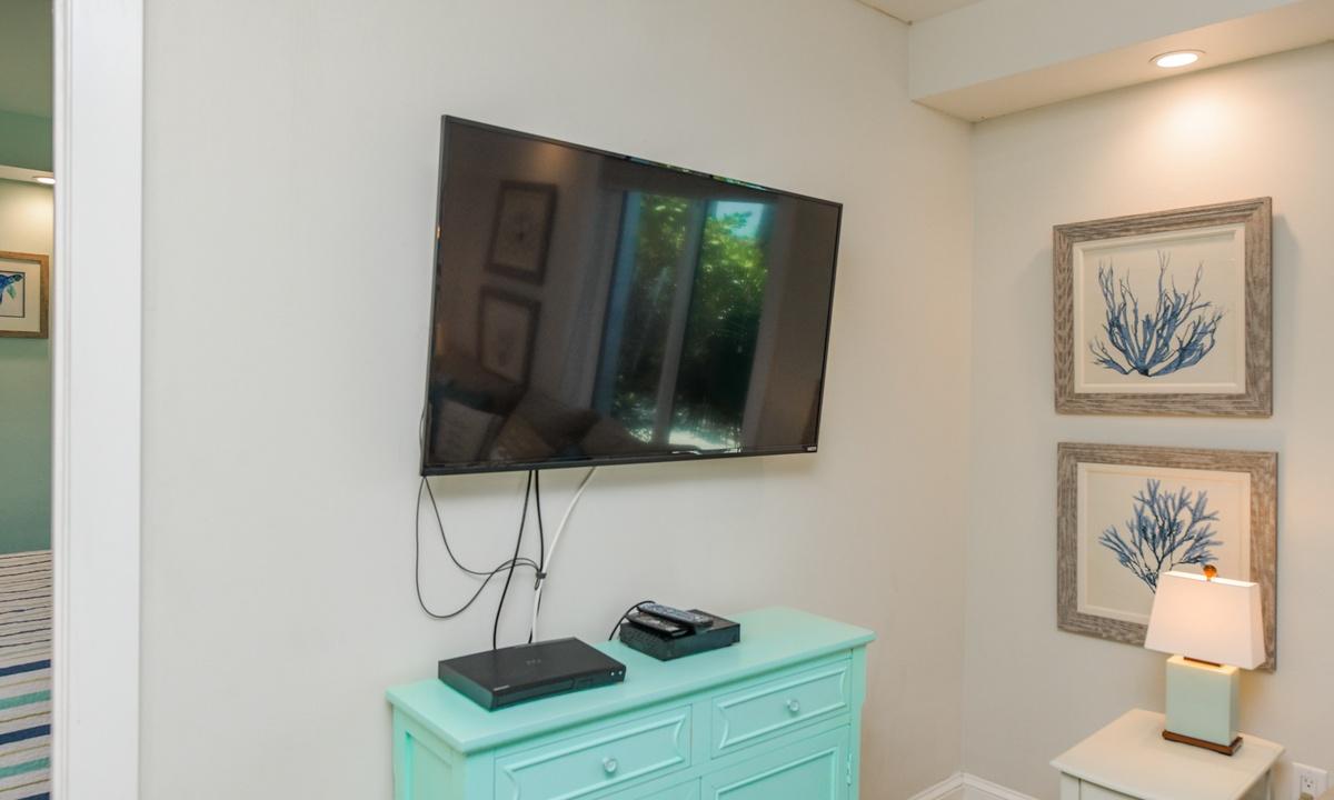 Living Room, Bay Breezes - AMI Locals