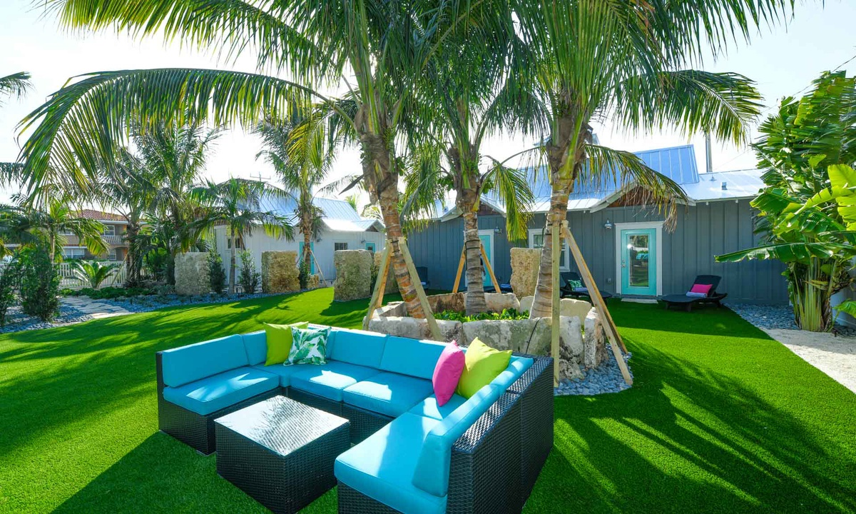 Outdoor Living Room at Islands West, Villa Sailfish - AMI Locals