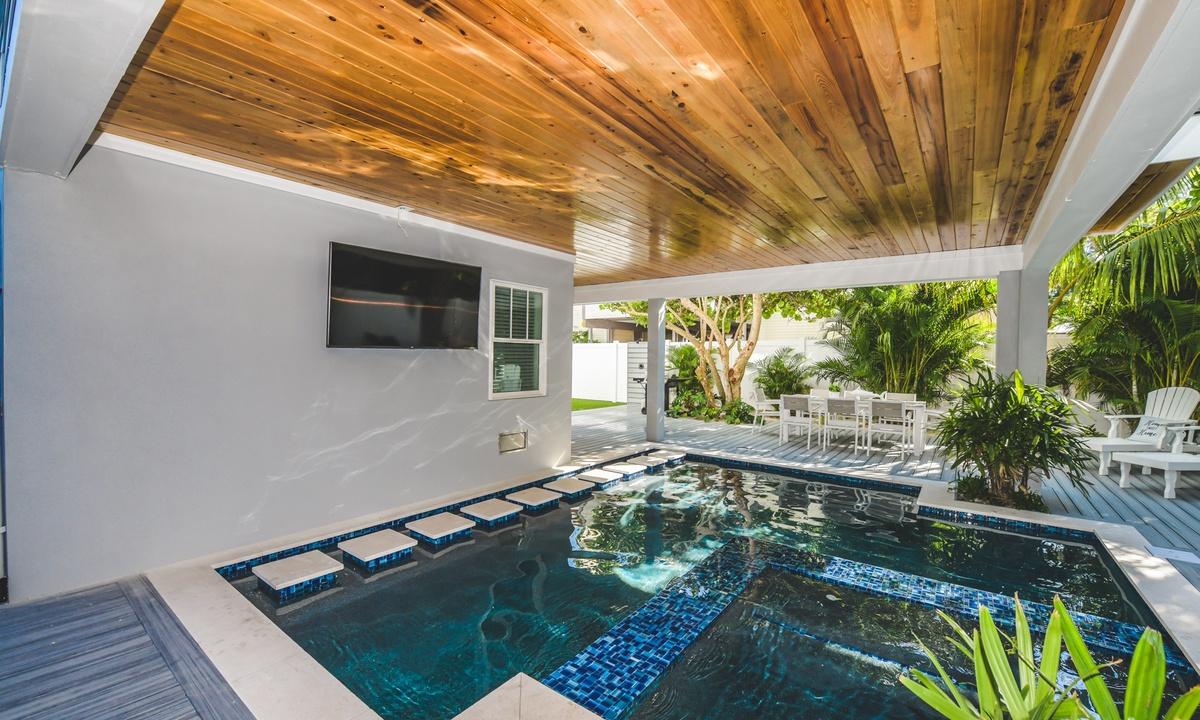 Pool and Spa, Aqua Paradise - AMI Locals