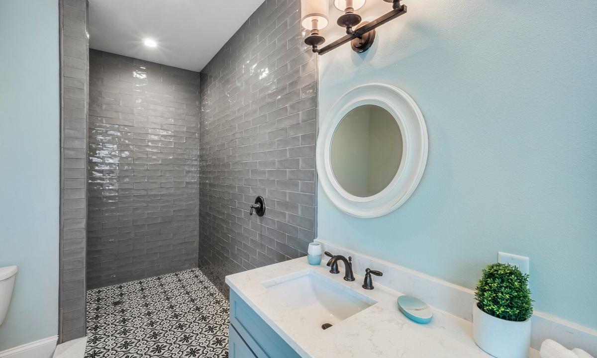 Ensuite Master Bathroom, Under the Sea - AMI Locals