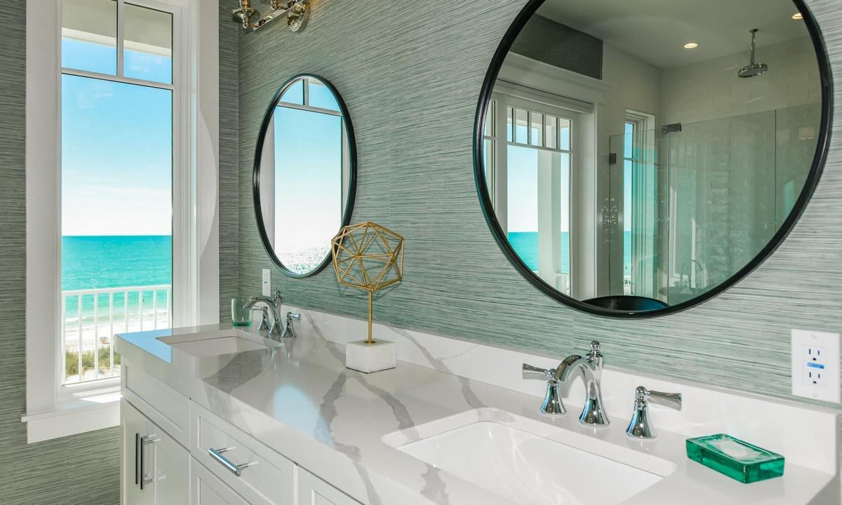 Ensuite Master Bathroom, Beachfront Paradise - AMI Locals