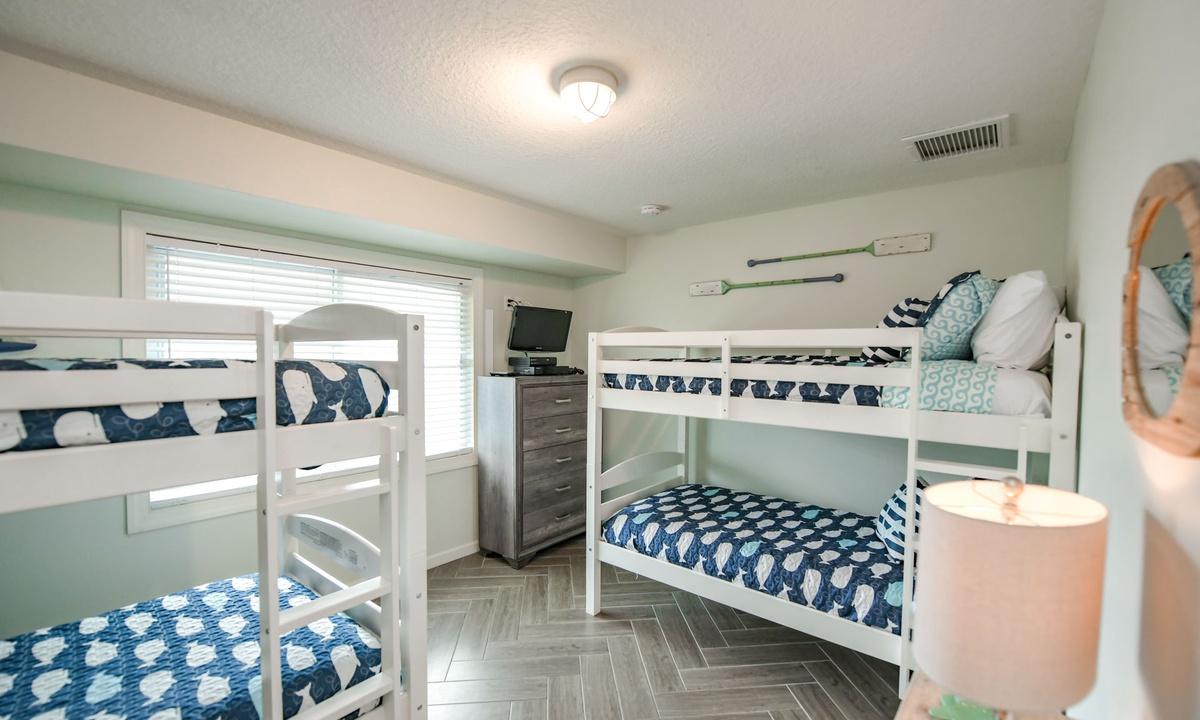 Bedroom 1, Bimini Breeze - AMI Locals