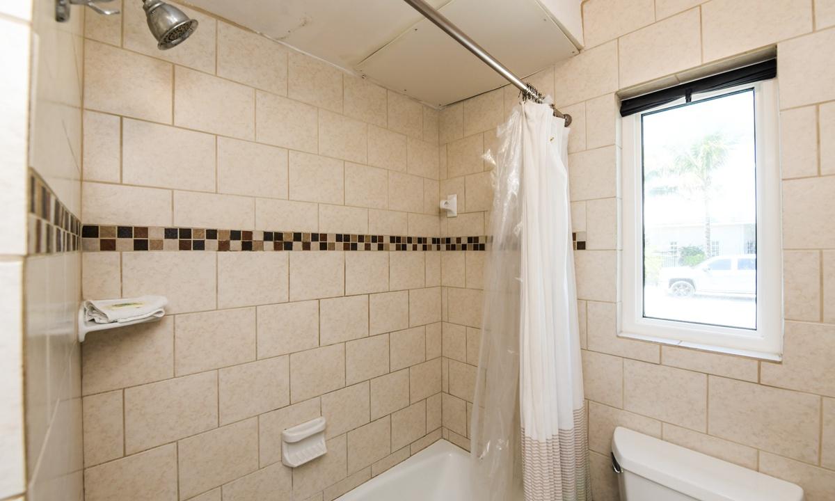 Hallway Bathroom, Bay Breezes - AMI Locals