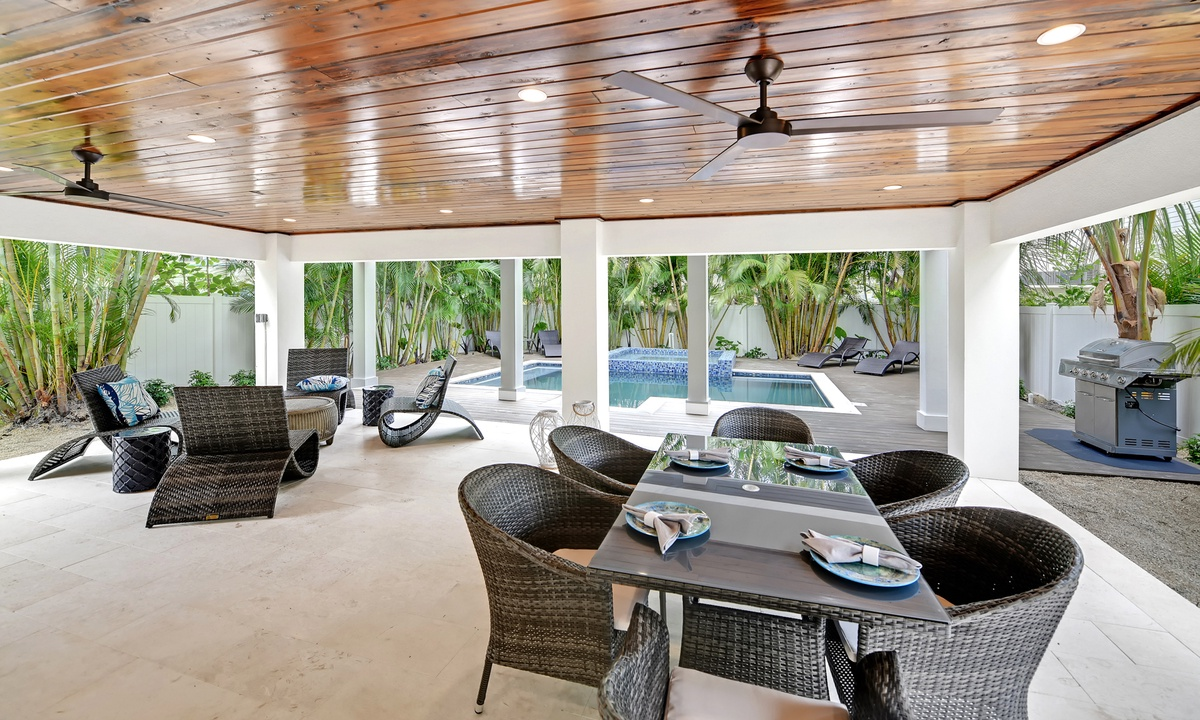Pool Patio Dining, Crystal Waves Oasis - AMI Locals