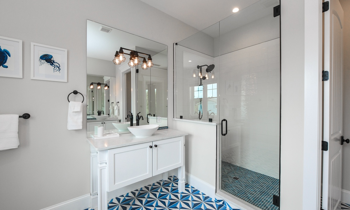 Ensuite Master Bathroom, Blue Marlin - AMI Locals