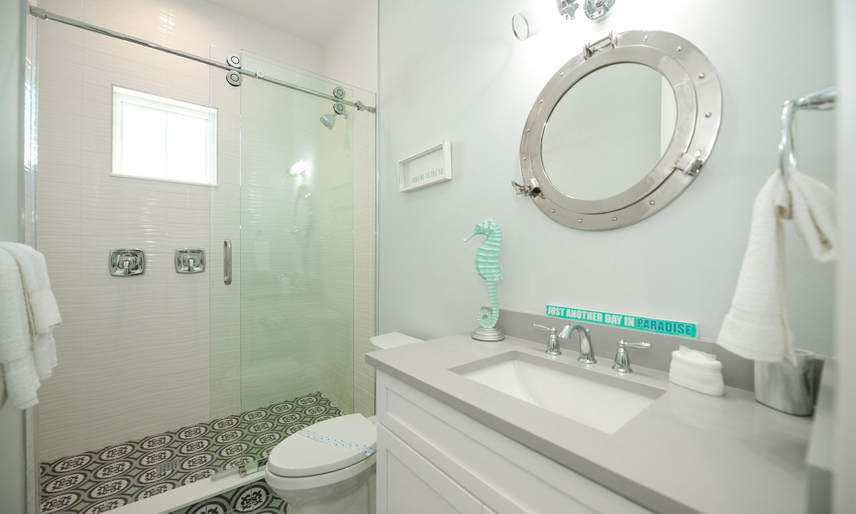 Ensuite Bathroom to Bedroom 5, Anna Maria Beach House - AMI Locals