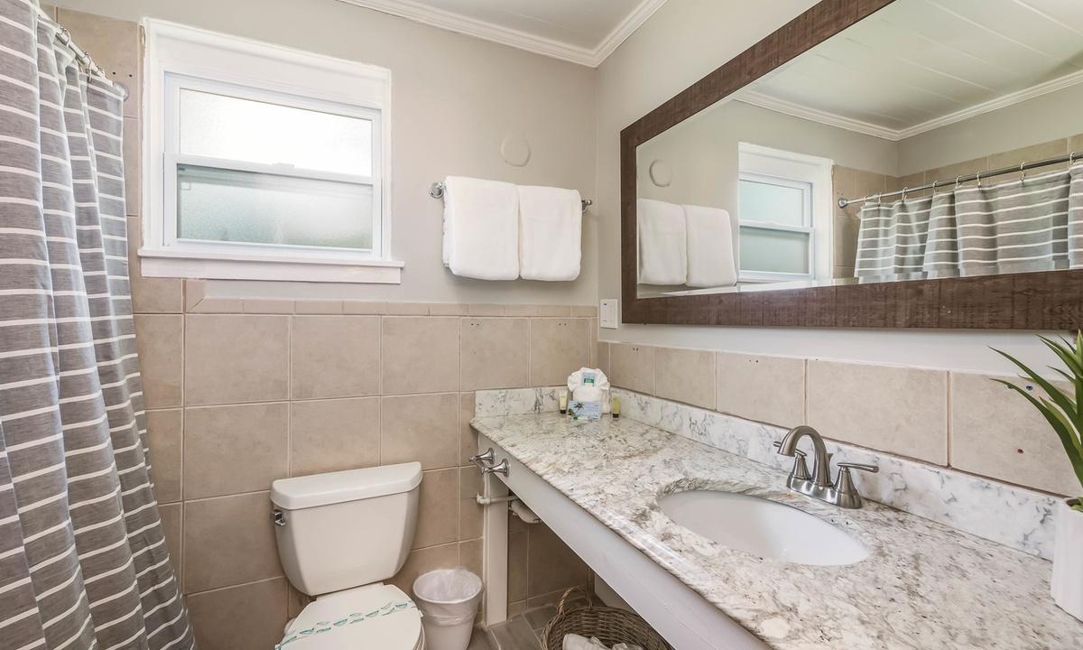 Ensuite Bathroom, Pelican Perch at Driftwood - AMI Locals