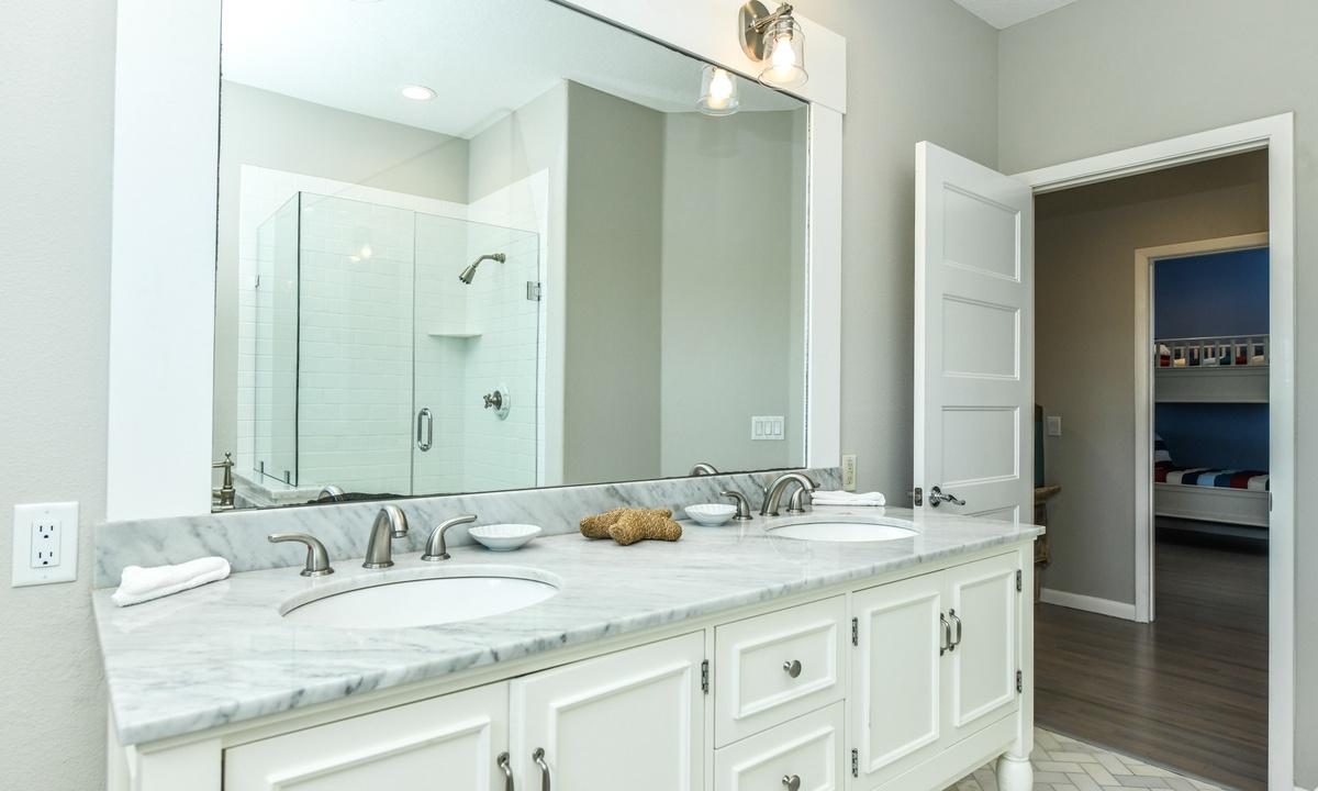 Hallway Bathroom Upper Level, Castaway Cove - AMI Locals