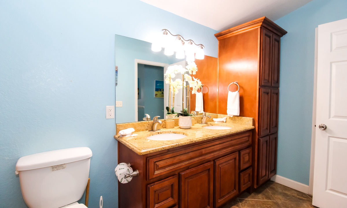 Ensuite Master Bathroom, AMI Sunset - AMI Locals