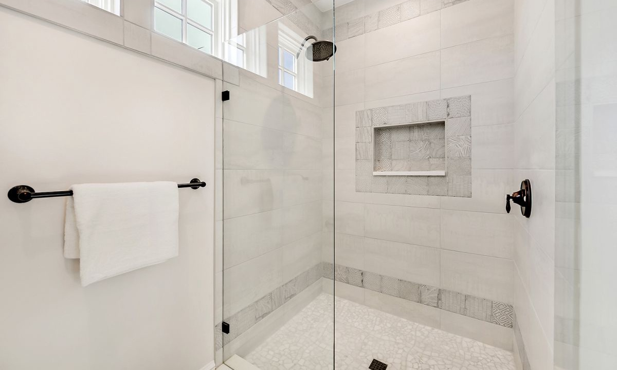 Ensuite Bathroom to Bedroom 1, On the Rocks - AMI Locals