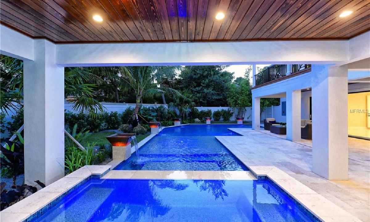 Pool, Seascape - AMI Locals