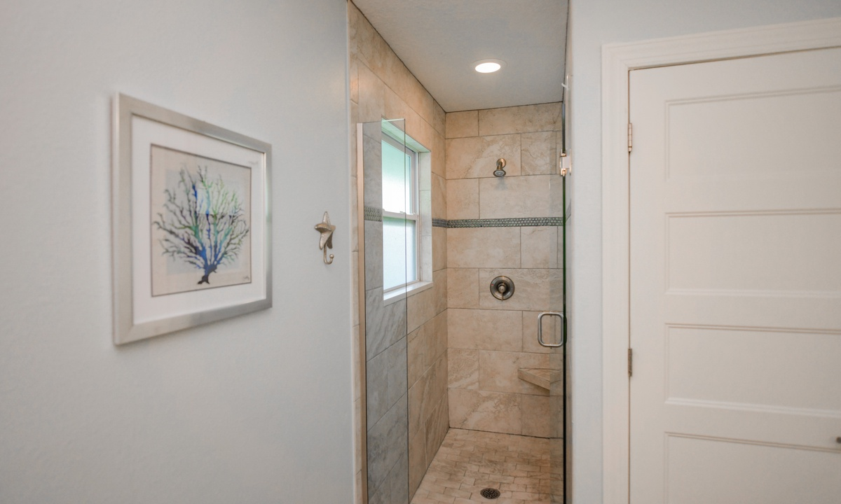 Ensuite Master Bathroom, Bimini Breeze - AMI Locals