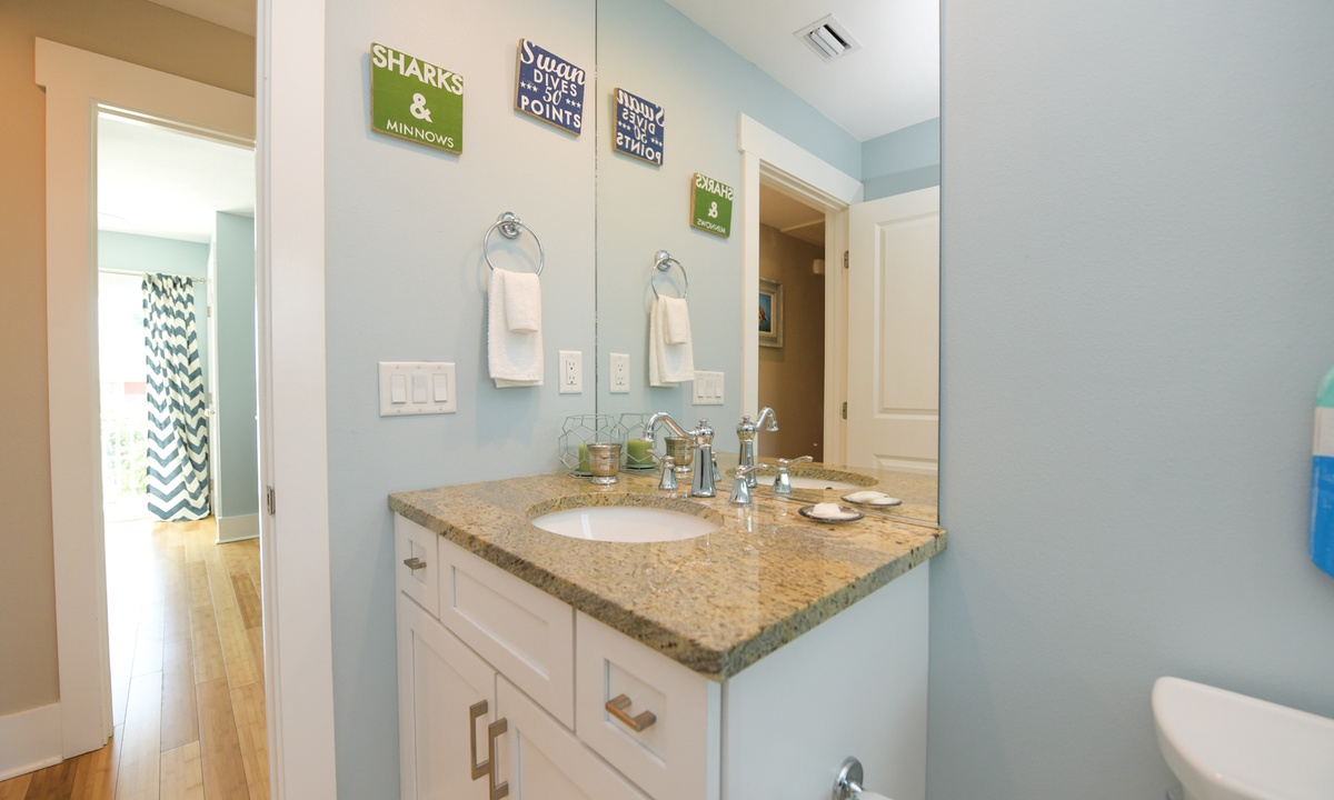 Hallway Bathroom Upper Level, Coconut Cove - AMI Locals