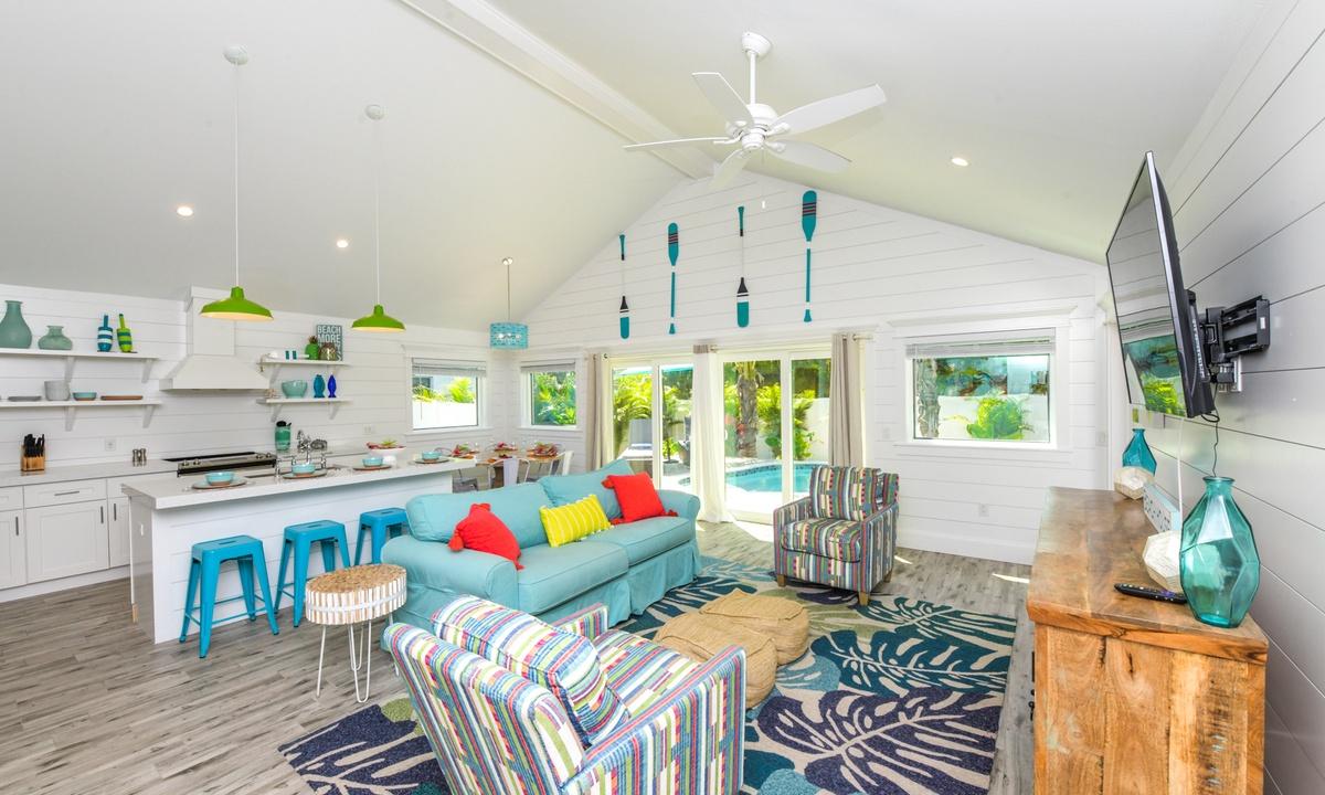 Living Room, Last Resort - AMI Locals