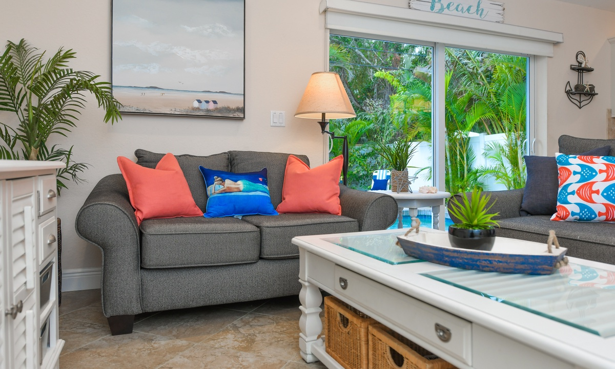 Living Room, Ariel's by the Sea - AMI Locals