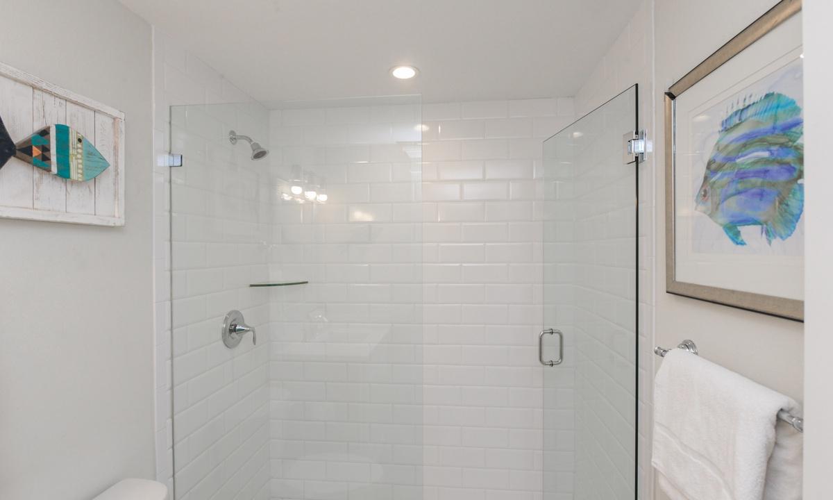 Ensuite Master Bathroom, Blissful Bay - AMI Locals