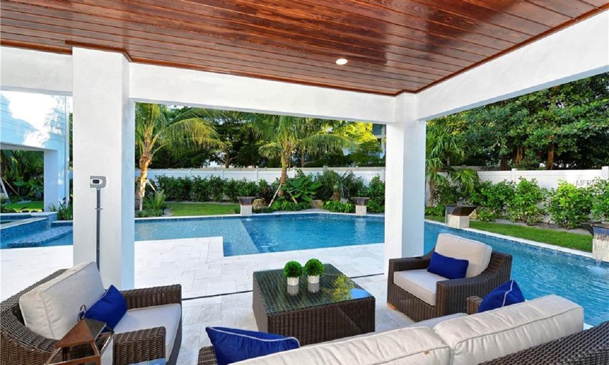 Pool area, Seascape - AMI Locals