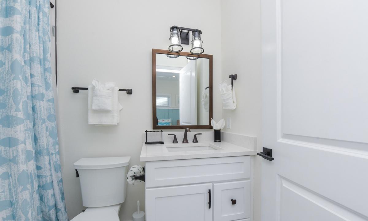 Ensuite Bathroom to Bedroom 7, Sea Forever - AMI Locals