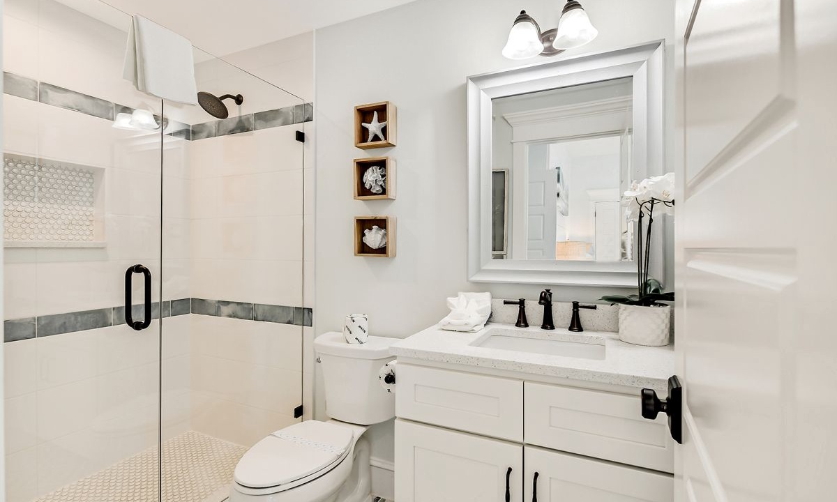 Ensuite Bathroom to Bedroom 4, On the Rocks - AMI Locals