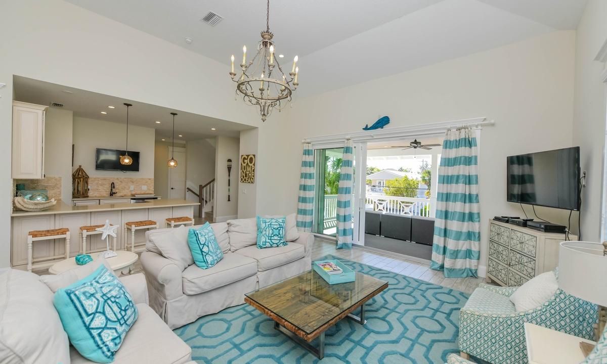 Living Room, Atlantis Beach House - AMI Locals