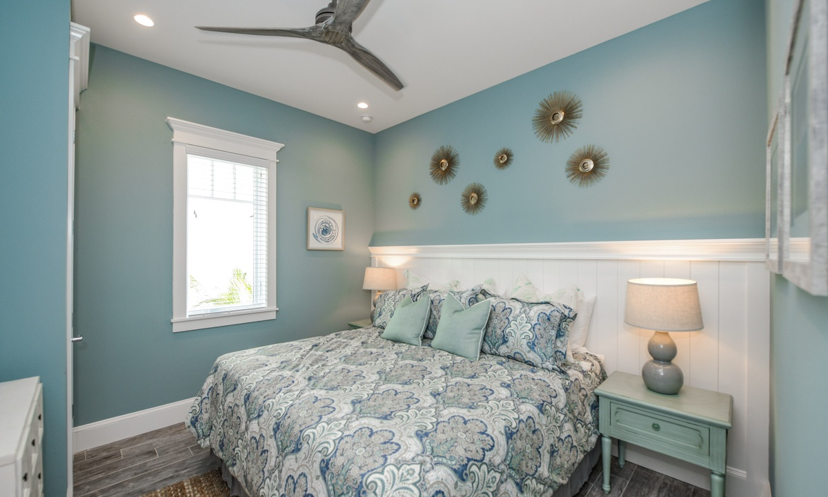Bedroom 1, Beachfront Paradise - AMI Locals