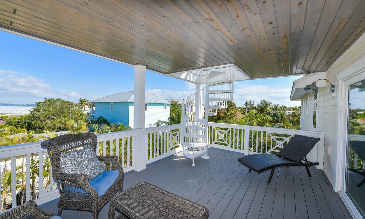 Balcony with Rooftop Deck access, Atlantis Beach House - AMI Locals