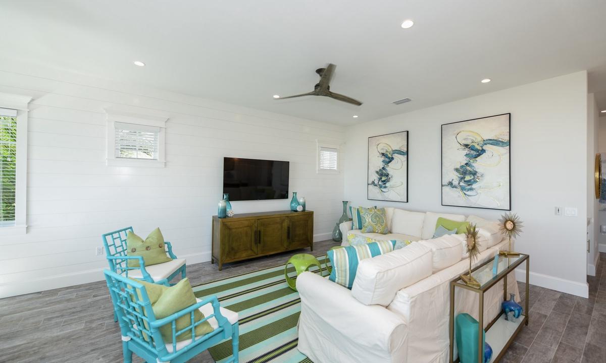 Living Room, Beachfront Paradise - AMI Locals