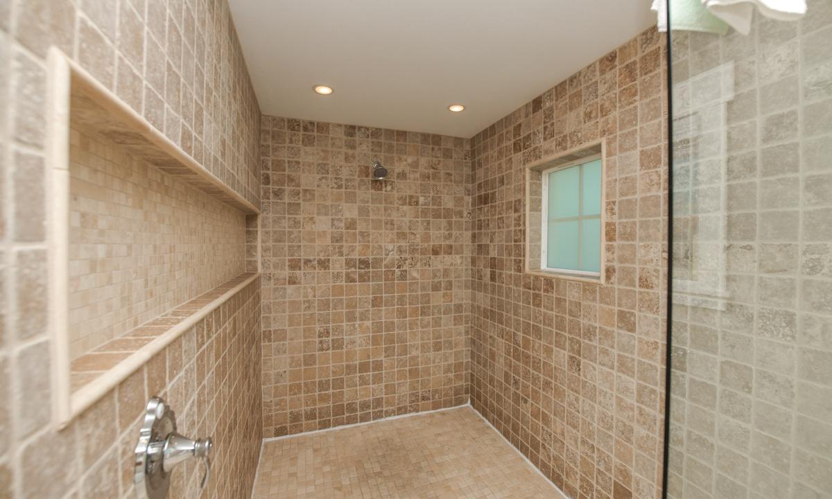 Ensuite Master Bathroom, Coconut Cove - AMI Locals