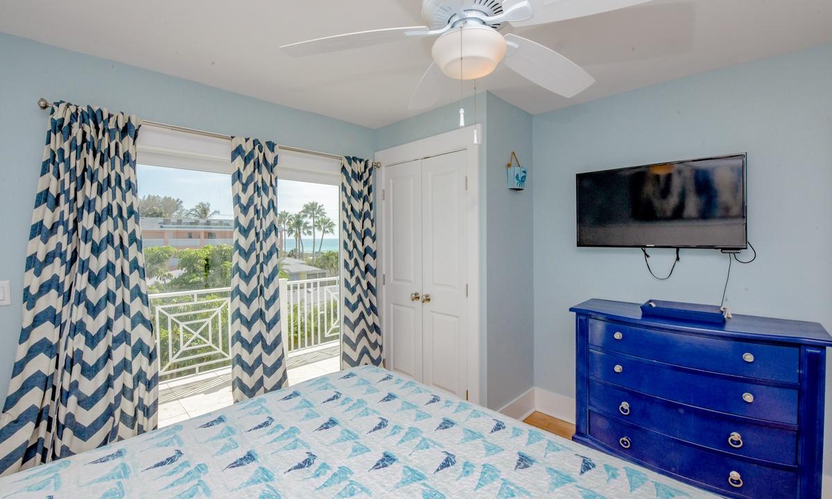 Bedroom 5, Coconut Cove - AMI Locals