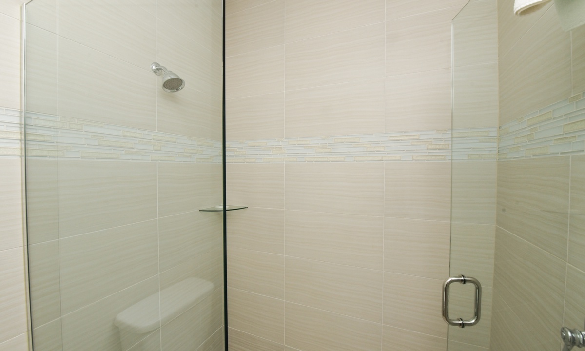 Ensuite Master Bathroom, Gulf Breeze - AMI Locals