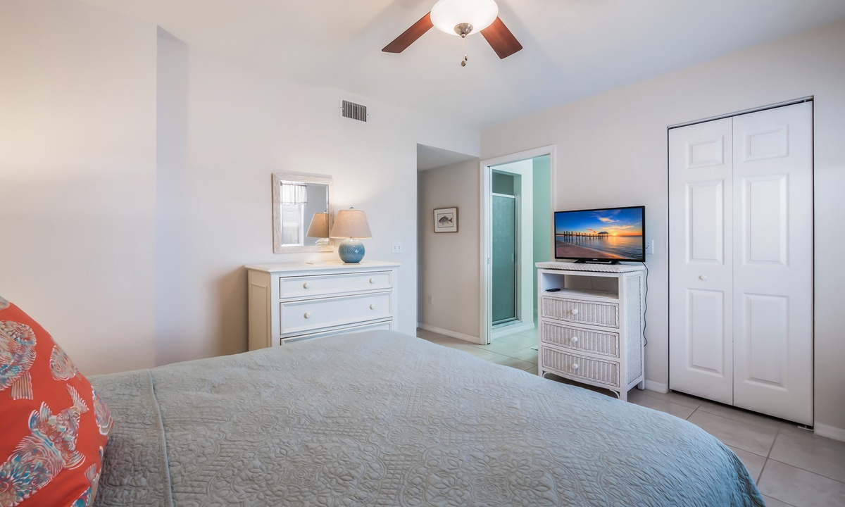 Master Bedroom, Sandy Pointe - AMI Locals