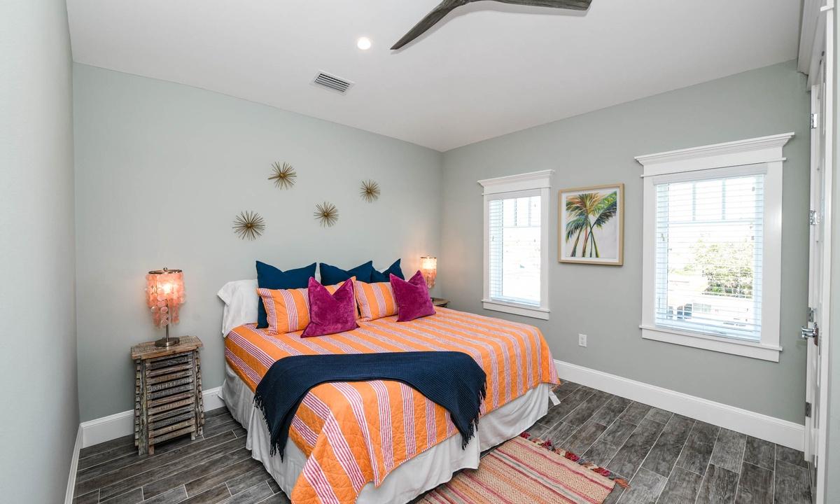 Bedroom 8, Beachfront Paradise - AMI Locals