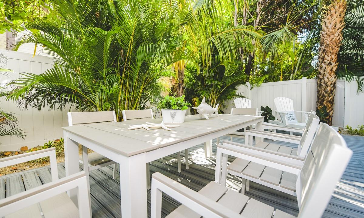 Outdoor Dining table, Aqua Paradise - AMI Locals