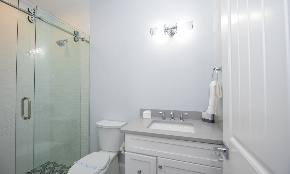 Ensuite Bathroom to Bedroom 3, Anna Maria Beach House - AMI Locals