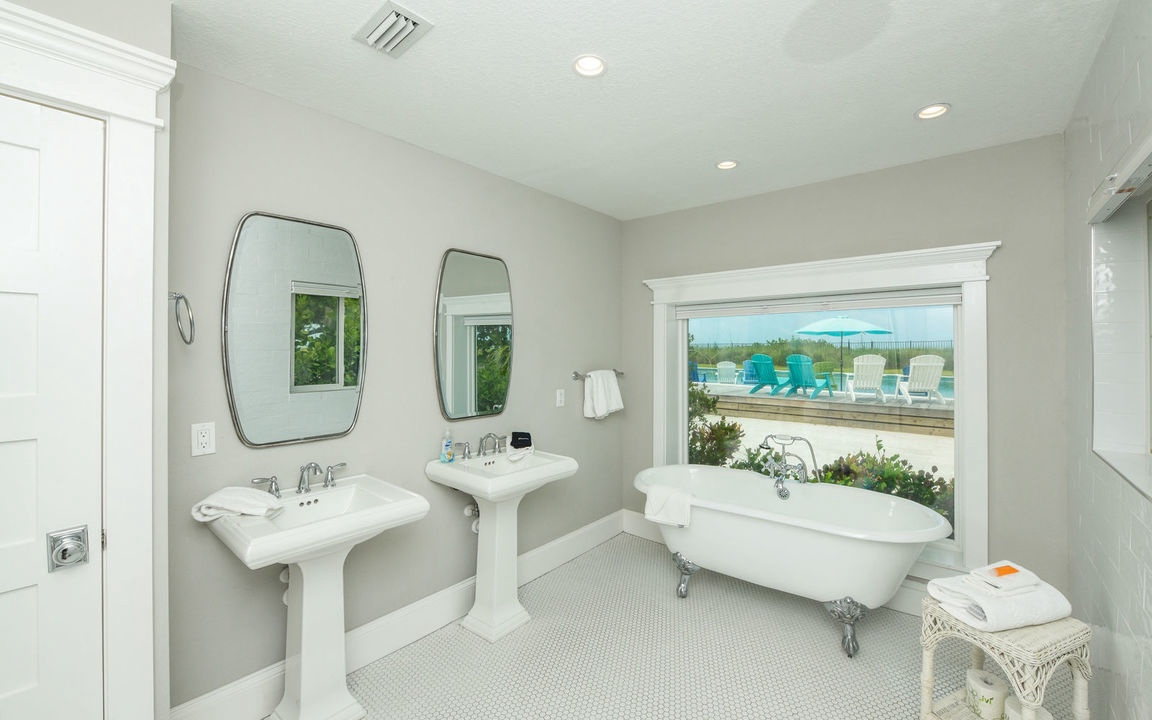 Ensuite Master Bathroom, Beachfront Bungalow - AMI Locals