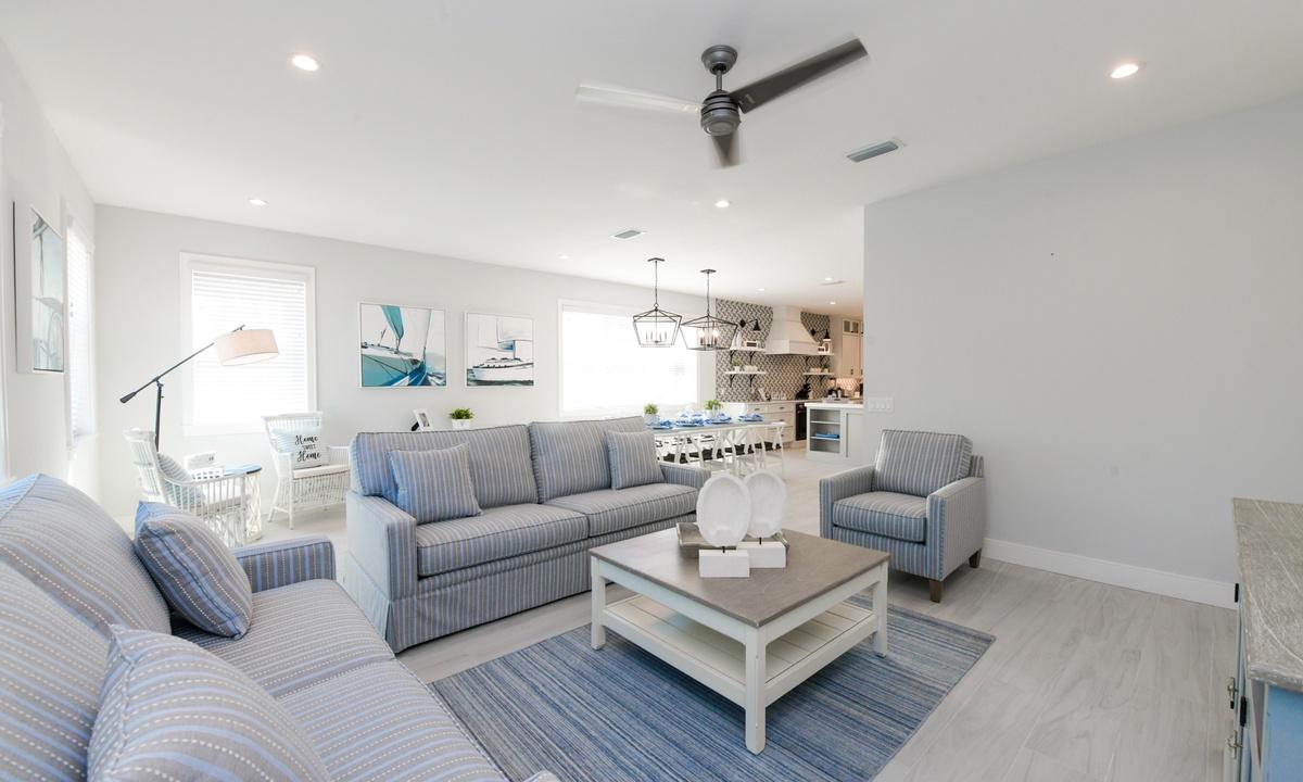 Living Room, Aqua Paradise - AMI Locals