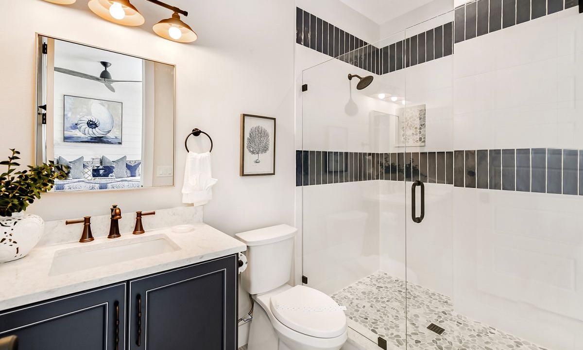 Ensuite Bathroom to Bedroom 2, On the Rocks - AMI Locals