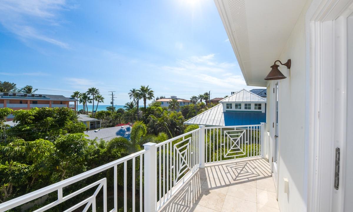 Balcony, Coconut Cove - AMI Locals