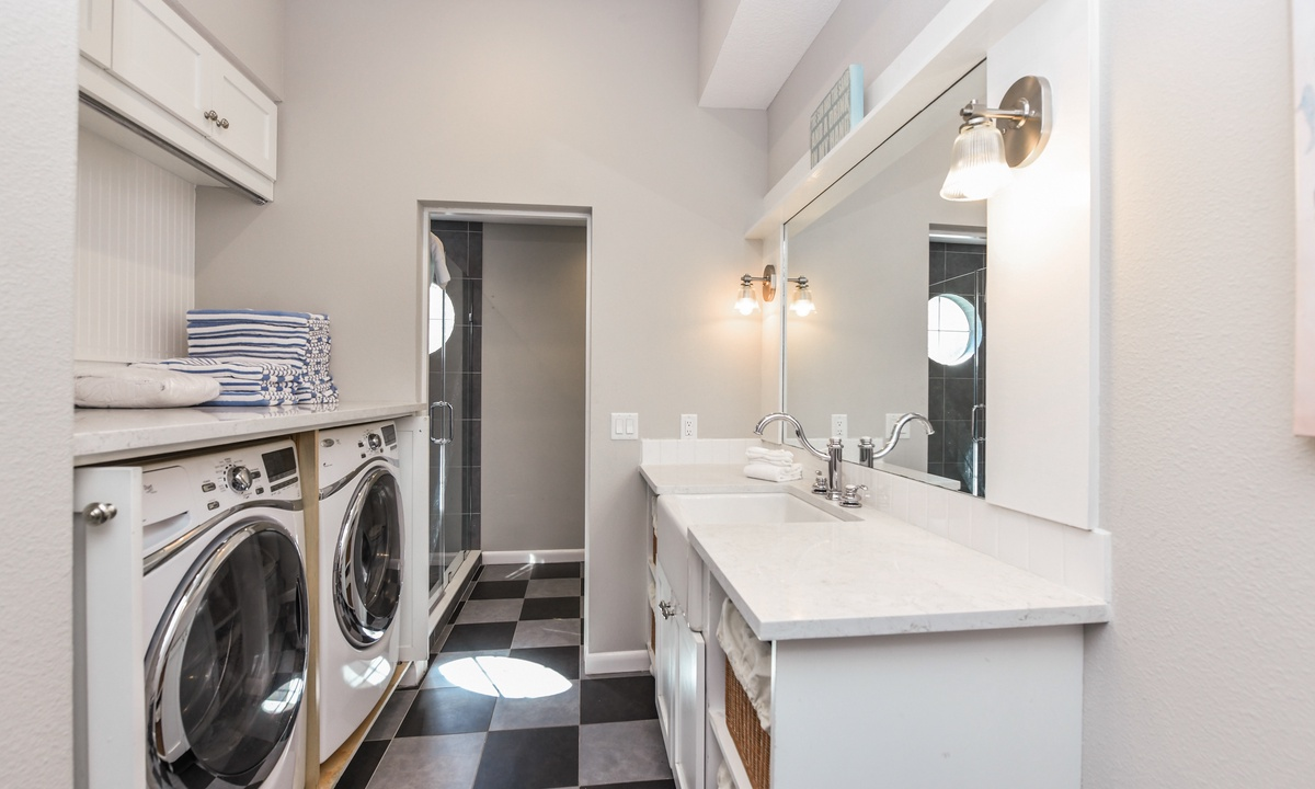 Laundry Room with Washer and Dryer, Castaway Cove - AMI Locals