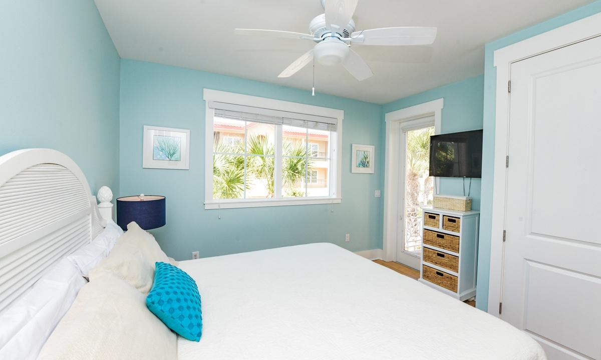Bedroom 2, Coconut Cove - AMI Locals
