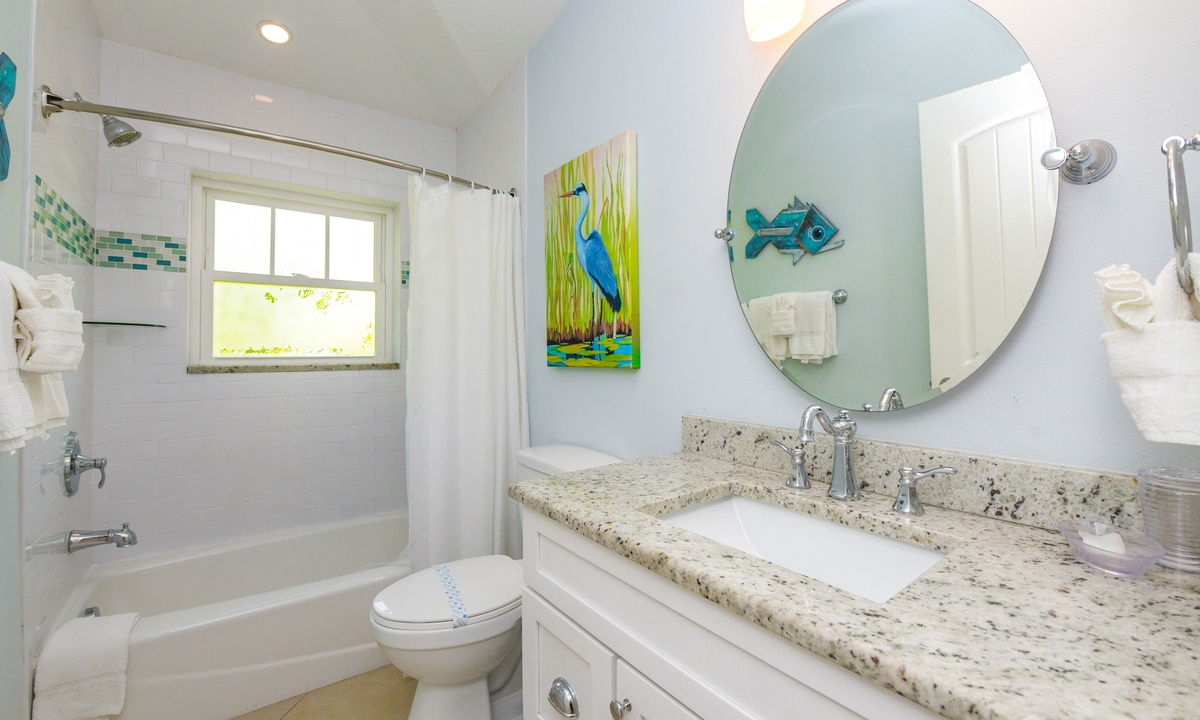 Hallway Bathroom, Gulf Breeze - AMI Locals