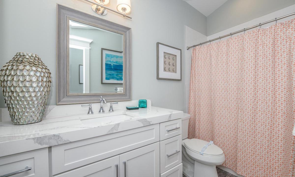 Ensuite Bathroom to Bedroom 8, Beachfront Paradise - AMI Locals