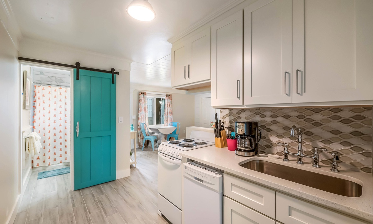 Efficiency Kitchen, Spoonbill Suite at Driftwood - AMI Locals